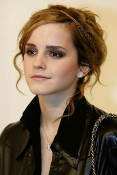 Emma Watson // great transformation // dark make up.. love itttt