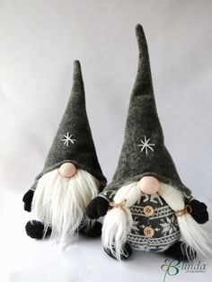 Ever since a visit to Denmark I really liked the Scandinavian Christmas gnomes (or tomte, nisse.) for decoration during the holiday period. Swedish Christmas, Noel Christmas, Primitive Christmas, Scandinavian Christmas, Christmas Projects, Holiday Crafts, Christmas Ornaments, Homemade Christmas, Christmas Knomes