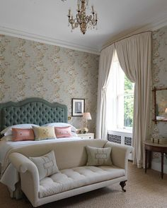 Twin Bed Sets With Comforter Country House Hotels, Treatment Rooms, Window Treatments, Soho House, Vintage Sofa, Trendy Wallpaper, Modern Colors, Modern Bedroom, Master Bedroom