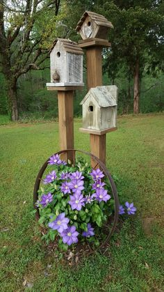 32 Awesome Spring Garden Ideas For Front Yard And Backyard. If you are looking for Spring Garden Ideas For Front Yard And Backyard, You come to the right place. Below are the Spring Garden Ideas For . Small Front Yard Landscaping, Backyard Landscaping, Landscaping Design, Front Yard Decor, Corner Landscaping Ideas, Diy Yard Decor, Small Front Yards, Rustic Garden Decor, Outdoor Garden Decor