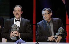 Félix Berges (d) y Pau Costa reciben el Goya a los mejores efectos especiales, por su trabajo en 'Lo Imposible'. BALLESTEROS | EFE
