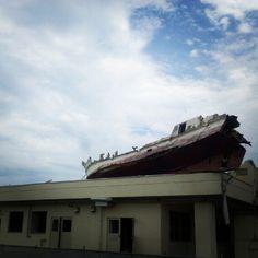 miyagi 船が乗り上げているのは、病院で、四階まで波にやられてしまいました。今、取り壊し作業が進んでいます。