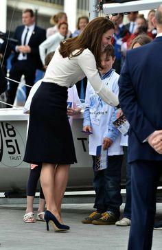 Kate Middleton Skirt, Kate Middleton Style, Kate And Pippa, Kate And Meghan, Kate Middleton Prince William, Prince William And Kate, Catherine Cambridge, Princess Katherine, Queen Kate