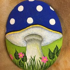 Mushroom handpainted paintedstone painted all the way around the rock how can i make it stand up painted rocks Rock Painting Patterns, Rock Painting Ideas Easy, Rock Painting Designs, Rock Painting For Kids, Pebble Painting, Pebble Art, Stone Painting, Painted Rocks Craft, Hand Painted Rocks