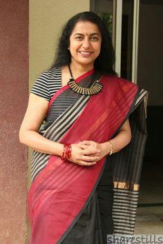 Suhashini Maniratnam Cotton Saree Blouse Designs, Kids Blouse Designs, Blouse Neck Designs, Simple Sarees, Trendy Sarees, Indian Silk Sarees, Indian Beauty Saree, Latest Saree Blouse, Saree Dress