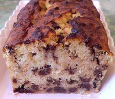 Une nouvelle version de gâteau à la noix de coco, banane  et pépites de chocolat ... Un délice! fondant à souhait!  Accompagné de ban...