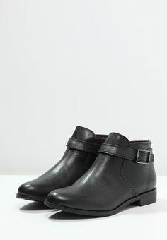 a745ae1e6c9a8 Les 143 meilleures images du tableau Chaussure sur Pinterest   Shoes ...