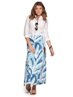 Be a trailblazer in this linen maxi skirt with slit. Pair the bold print of our Midway Westward Linen Maxi Skirt with slit with anything in your luggage!
