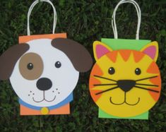 Farm Animal Birthday Party Favor Bag by christinescritters on Etsy Puppy Birthday Parties, Cat Birthday, Birthday Party Favors, Party Animals, Animal Party, Garden Party Favors, Party Favor Bags, Gift Bags, Kitty Party