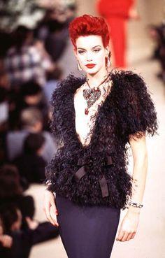 Fashion Models, Fashion Show, Fashion Women, Christian Dior, Nineties Fashion, Yves Saint Laurent Paris, French Fashion Designers, Couture Collection, Fashion History