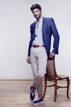 silhouette homme veste en coton jean retrouss sur les chevilles chemise motif fleuri. Black Bedroom Furniture Sets. Home Design Ideas