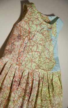 5 paper artists who make incredible artworks from old maps - UPCYCLIST Dress made from recycled maps by Jennifer Collier Paper Fashion, Fashion Art, Fashion Design, Recycled Dress, Recycled Art, Paper Clothes, Paper Dresses, Paper Dress Art, Jennifer Collier