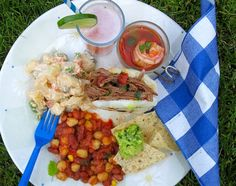 A backyard party with friends and family is one of my favorite things to do during the summer. It's always a pleasure to spend a Saturday or Sunday afternoon My Colombian Recipes, Colombian Food, Cooked Carrots, Food Articles, Eat To Live, Latin Food, Fresh Rolls, Summer Recipes, Sour Cream