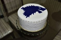 Game of Thrones - Stark Cake - Going to try and make this for my birthday cake (: Bolo Game Of Thrones, Game Of Thrones Kuchen, Game Of Thrones Party, Game Of Thrones Tv, Game Of Thrones Birthday Cake, My Birthday Cake, Fiesta Games, Game Of Trones, Cake Games