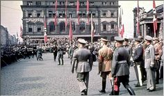 Hitler and Mussolini at Munich railway station, September 1938. Mussolini had arrived to attend the Munich conference.[1207x710]