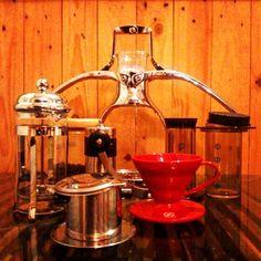 Silahkan dipilih metodenya #manualbrewing #coffeeshop #coffee #vietnamdrip #hariov60 #frenchpress #aeropress #yamipresso #symphonyofcoffee #surfthetaste #baristadaily #barista http://ift.tt/1Vbg53z