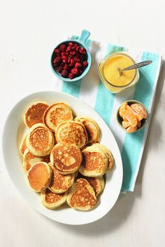 Brown Butter Buttermilk Pancakes with Mandarin Curd Really nice recipes. Food Porn, Curd Recipe, Buttermilk Pancakes, Mini Pancakes, Aesthetic Food, Morning Food, Food Pictures, Food Inspiration, Love Food