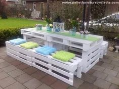And here comes something grand. We can see here a proper long two piece wooden pallet recycled table, along with four unit wooden benches. This is a comprehensive sitting space for the family to spend some quality time in the patio or garden.