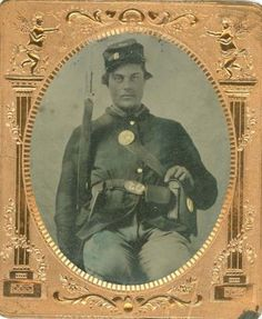 Civil-War-1-6th-Plate-Tintype-Armed-Soldier