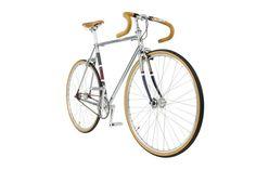 Hackett London und der Fahrradspezialist Cooper London haben zusammen dieses Singlespeed entwickelt. Für 1.660 Euro kann man es kaufen. Der Tourer mit Schutzblech und Lichtanlage kostet 2.650 Euro.