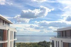 Was für ein traumhafter Blick von der Dachterrasse unserer Ferienwohnung Himmel & Meer - auf die Ostsee in der Lübecker Bucht und den Himmel mit den malerischen Wolken https://suedkap-pelzerhaken.com/suedkap-pelzerhaken-penthouse-ferienwohnung/