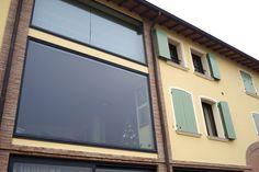 Grandi vetrate in acciaio prodotte da ALTAINFISSI. Linee pulite ed eleganti, nessuna manutenzione e durata nel tempo, un serramento per la vita ed una luminosità straordinaria.