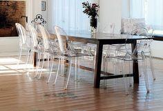 TRIO DESIGNER: Mesas antigas com cadeiras modernas