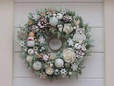 Clarah / Tujový vianočný veniec Christmas Wreaths, Floral Wreath, Holiday Decor, Home Decor, Christmas Garlands, Homemade Home Decor, Holiday Burlap Wreath, Decoration Home, Floral Garland