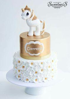 unicorn Pegasus cake