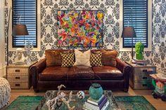 10-sofa-couro-sala-colorida