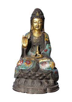 Guan Yin Buddha mit Cloisonne und Teilvergoldung