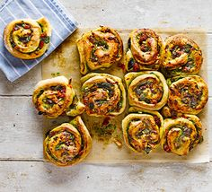 Cheese & pesto whirls Cheese & pesto whirls These herby tear-and-share bread rolls have mozzarella and sun-dried tomatoes baked into them - perfect for a picnic or for dipping into soup Bbc Good Food Recipes, Veggie Recipes, Baking Recipes, Vegetarian Recipes, Yummy Food, Picnic Recipes, Picnic Ideas, Vegetarian Buffet, Bread Recipes