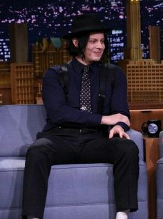 Jack on Jimmy Fallon omg, those suspenders. The Third Man, The White Stripes, Jack White, Jimmy Fallon, Shades Of White, Dapper, Eye Candy, Singer, Celebrities