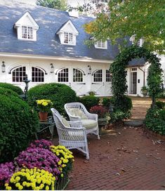 I am reminiscing about our Fall trip last year to Martha's Vineyard staying at the beautiful Charlotte Inn. I loved sitting in this beautiful courtyard and garden. Love this carriage house and it is an inspiration for our future home. Happy Halloween ever