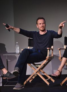 Michael Fassbender Photos Photos - Actor Michael Fassbender attends 'Meet The Actor' at Apple Store Soho on August 7, 2014 in New York City. - Meet the Actors: 'Frank'