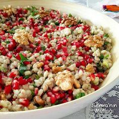 Haftaya hafif ve güzel bir lezzet ile başlayalım.Narlı, cevizli, buğday salatası Malzeme...