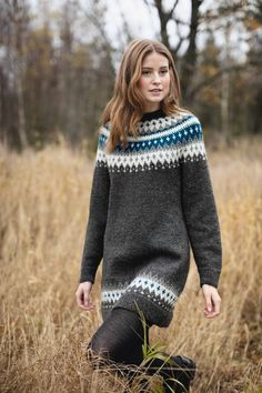 282-6 - Vardetunika med korte eller lange ermer | Rauma Garn Fair Isle Knitting Patterns, Knit Patterns, Sweater Knitting Patterns, Cold Weather Dresses, Icelandic Sweaters, Poncho, Sweater Fashion, Knit Dress, Hand Knitting