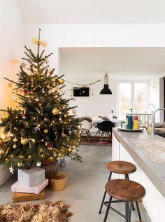 kerstboom doorkijk | christmas three perspective | vtwonen kerstspecial 2016 | photography: Jansje Klazinga | styling: Emmy van Dantzig