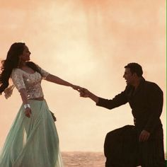 Image via We Heart It https://weheartit.com/entry/161044157/via/30528755 #bollywood #couple #cute #dance #holiday #movie #romance #song #akshaykumar #sonakshisinha #shayaraana