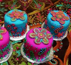 Henna inspired mini-cakes.  You CAN do it - Bake can help!  You don't need to be a pastry chef!  If you can turn on your oven - you can be a Bake Consultant or host a Bake party!  www.yourbakeshop.com   (photo from More-Ish Cupcakes from Maryam at IcingDreams.)  www.yourbakeshop.com