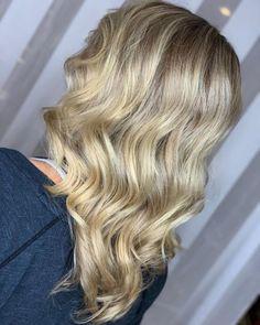 17 Incredibly Gorgeous V-Cut Hair Shape Ideas Long Hair V Cut, Haircuts For Long Hair With Layers, Long Layered Hair, Wavy Hair, Short Hair Cuts, Short Hair Styles, V Cut Haircut, U Cut Hairstyle, New Long Hairstyles