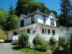 The Goonies House in Astoria Oregon. Also in same town been to the school/house Kindergarden Cop was filmed and a tonn of other movies...ninja turtles 3,the ring, free willy,benji,ghostbusters, into the wild...etc.