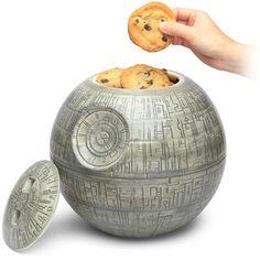 """Le succès de Star Wars, trilogie puis sixologie, ne se dément pas d'année en année. Des générations de """"geeks"""" rêvent tous les matins d'aller au boulot en Faucon Millénium, ou d'utiliser le pouvoir de"""