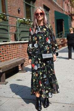 Love this long patterned maxi dress and boots - the perfect Autumn look!