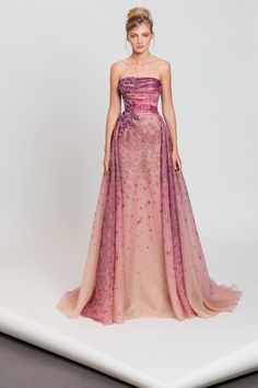 Tony Ward RTW I Style 16 I Pink strapless dress in floral printed organza featuring an overskirt and a draped corset embellished with embroideries on the side Tony Ward, Vestidos Vintage, Vintage Dresses, Formal Gowns, Strapless Dress Formal, Pretty Outfits, Pretty Dresses, Couture Dresses, Fashion Dresses