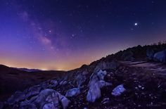 夜明けのカルスト台地に昇る天の川。 写真右上の明るい星は木星。中央がさそり座です。(今朝未明、山口県…についての反応をまとめた画像詳細ページです。