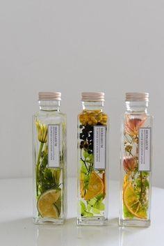 ハーバリウムコース会員様向け特典リリース Flower Vases, Flowers In Jars, Dried Flowers, Flower Arrangements, Flower Bottle, Home Scents, Cera, Bottle Design, Herbalism
