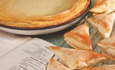 Recipe for Milk Tart Samoosas – a delicious twist on a South African favourite Ingredients Classic milk tart: 1 roll puff pastry, thawed 560 ml full cream milk 1 stick […] Healthy Family Meals, Healthy Snacks, South African Recipes, Ethnic Recipes, Melktert, Decadent Cakes, Sweet Tarts, Sweet Recipes, Delicious Desserts
