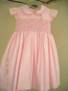 vestido-de-nina-rosa-bordado-en-punto-smock