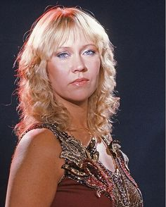 304 vind-ik-leuks, 3 reacties - ABBAtalk (@abbatalk) op Instagram: 'Well look at this stunner that ABBAtalker Evelyn has found! ❤ #Agnetha #ABBA #80s #80sfashion'